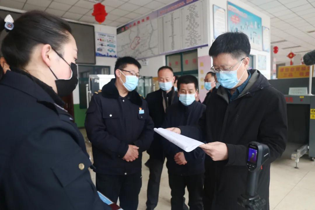 区委书记赵富祥检查春节值班值守情况 看望慰问一线工作人员