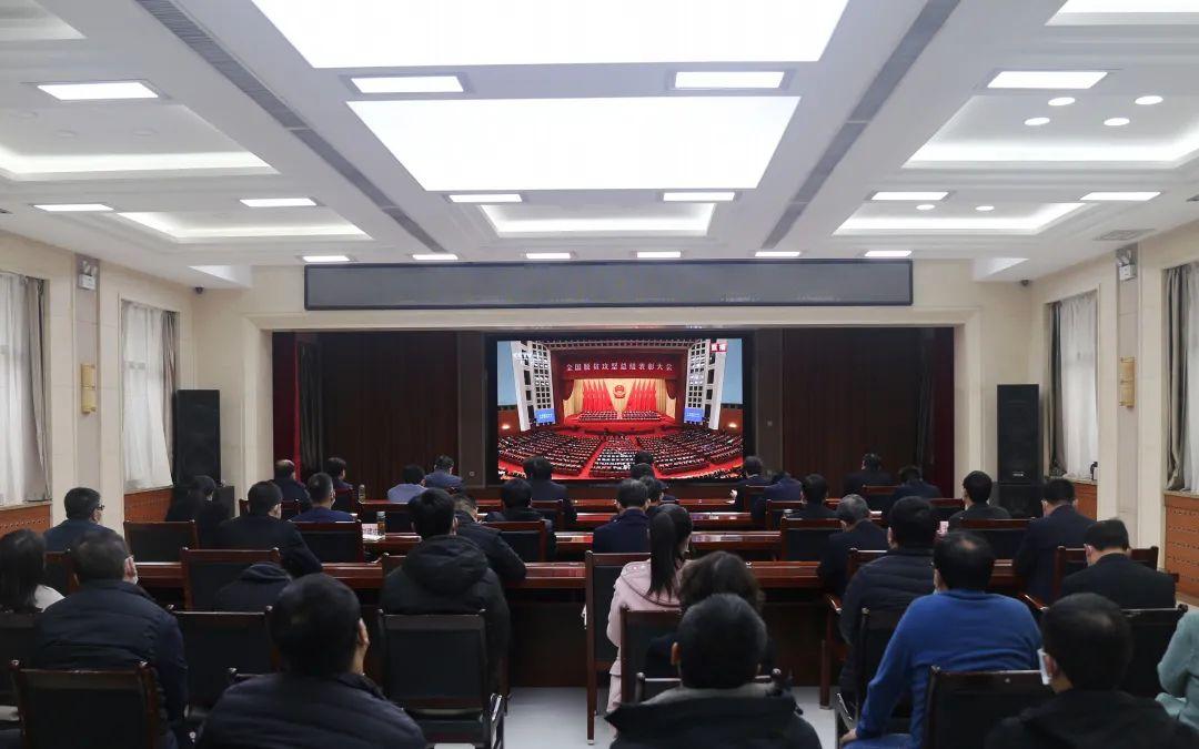 印台区组织收听收看全国脱贫攻坚总结表彰大会直播盛况